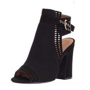 Shoes - Black buckle heeled sandal